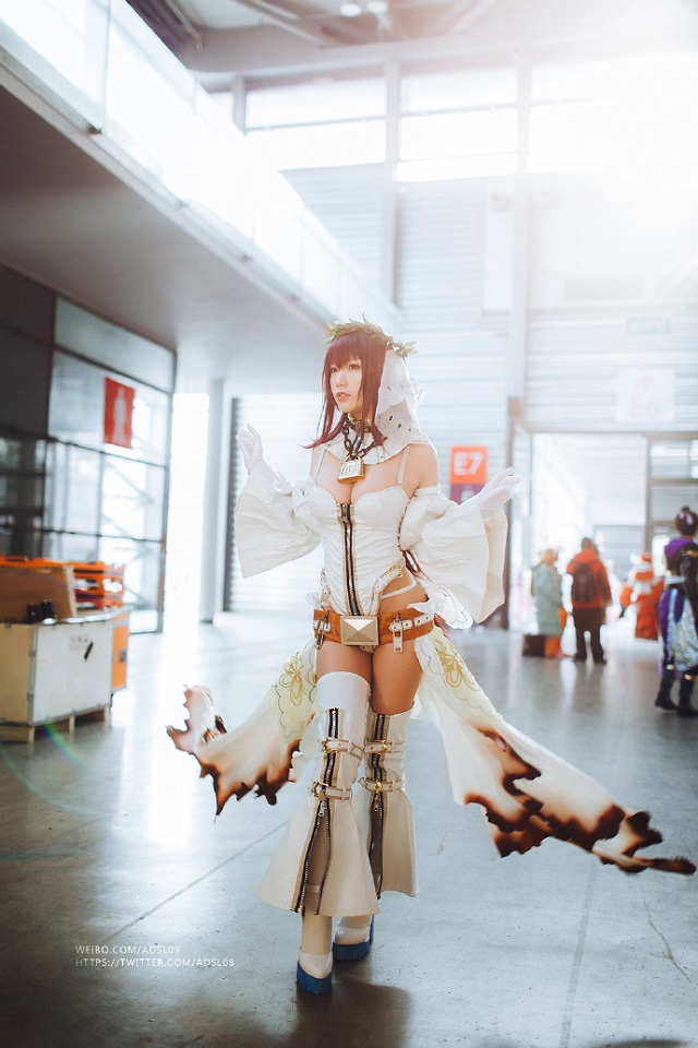 Cosplay Scathach ngực khủng đầy nóng bỏng trong Fate/Grand Order