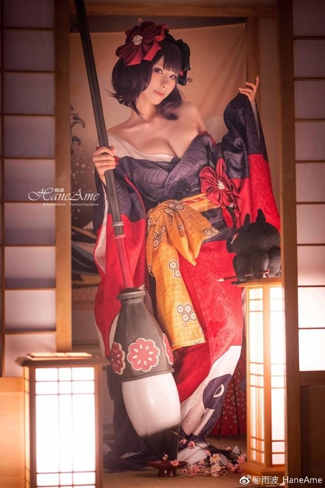 Bỏng mắt với cosplay Katsushika Hokusai ngực khủng trong Fate/GO