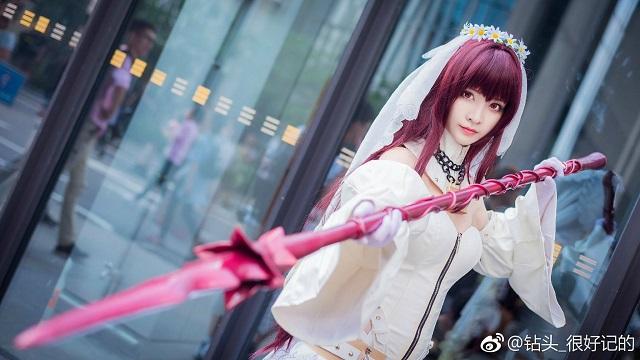 Chết mê với cosplay Scathach phiên bản cô dâu trong Fate/Grand Order