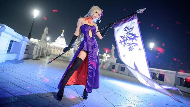 Cosplay mỹ nhân Jeanne d'Arc cực quyến rũ trong Fate/Grand Order