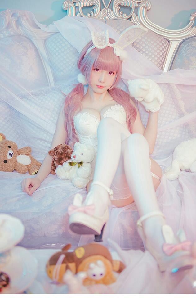 Bỏng mắt trước bộ ảnh cosplay Bunny Thỏ Ngọc cực gợi cảm