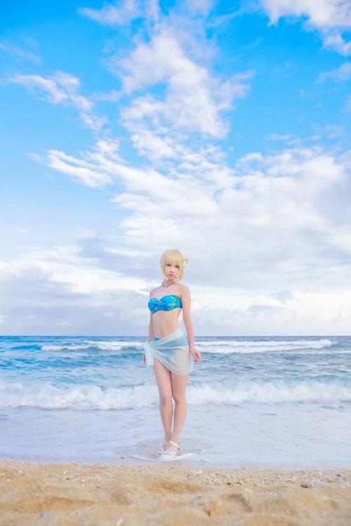Ngất ngây với cosplay nàng Saber trong trang phục bikini cực gợi cảm