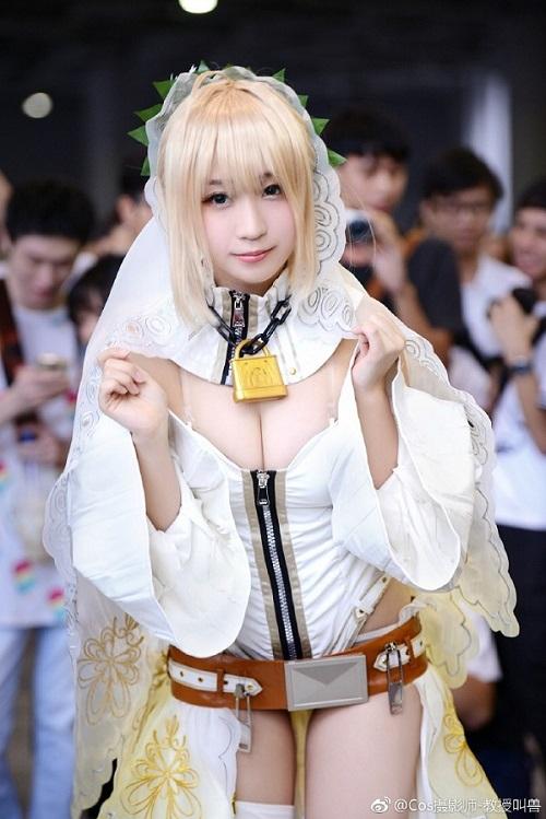 Mê mẩn cosplay nàng Saber cực gợi cảm đốt mắt fan hâm mộ