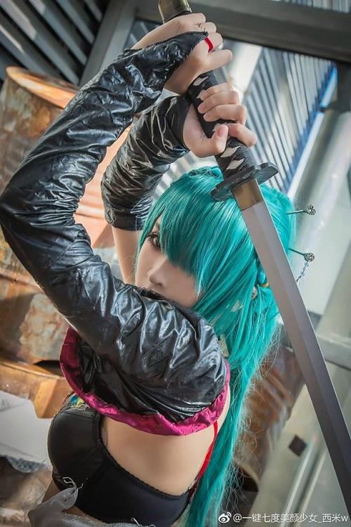 """Lạ mắt với cosplay Miku Hatsune """"lột xác"""" siêu gợi cảm"""