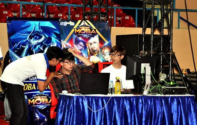Hàng ngàn game thủ đội nắng tham dự VTC Mobile Festival