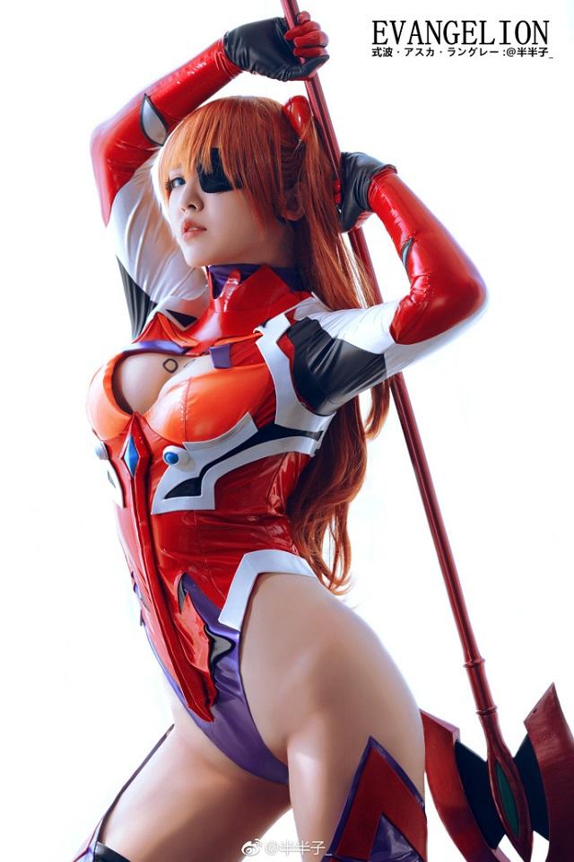 Cosplay mỹ nhân Asuka cực nóng bỏng từ anime bom tấn Evangelion