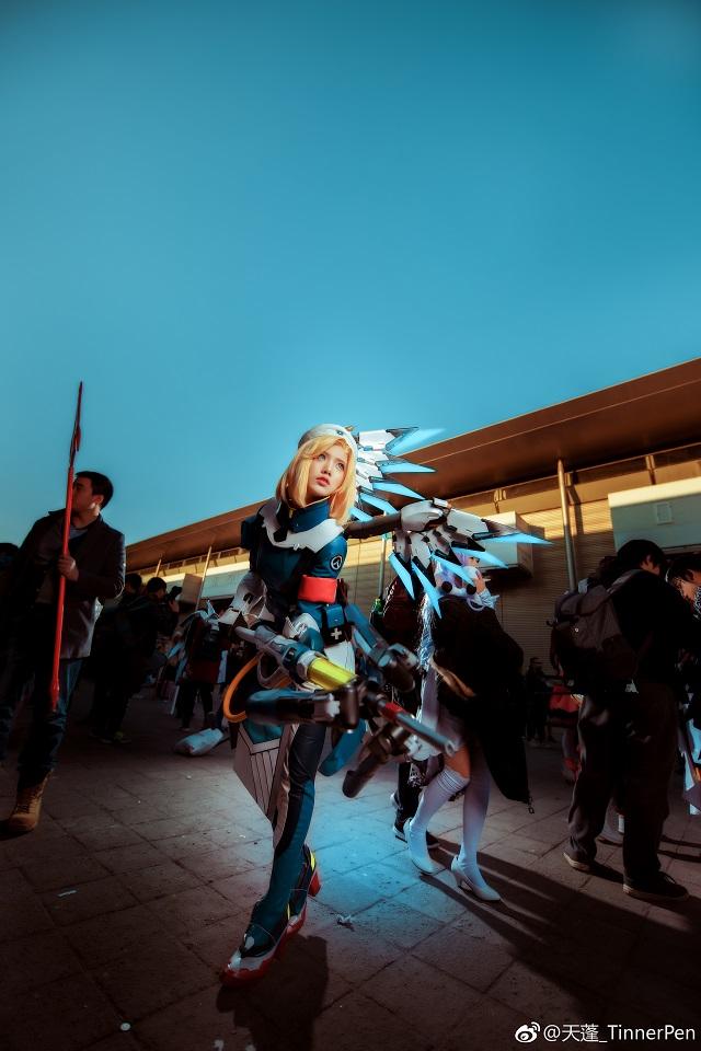 Mê mẩn bộ ảnh cosplay Mercy cực chất trong Overwatch