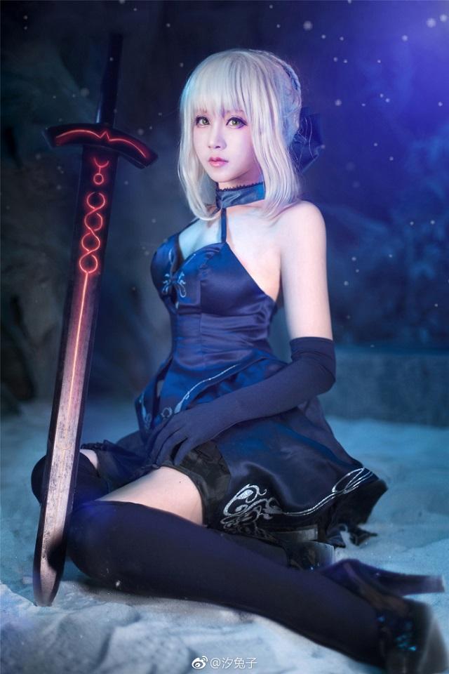 Mê mẩn cosplay nàng Saber cực gợi cảm và nóng bỏng trong series Fate