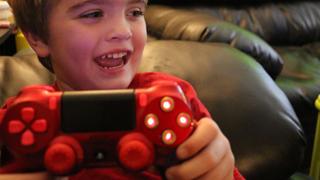 Ngắm bộ điều khiển PlayStation 'tự chế' của cậu bé 5 tuổi