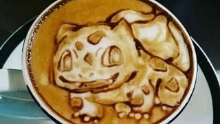 """""""Bắt"""" Pokémon huyền thoại trên tách cà phê Capuchino"""