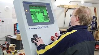 Chế tạo Game Boy khổng lồ