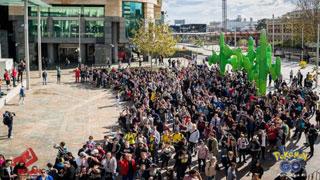 Không hẹn mà gặp - hơn 2000 người cùng ra công viên săn Pokemon