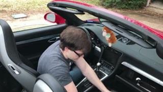 Hô biến siêu xe thành máy chơi game bắn súng