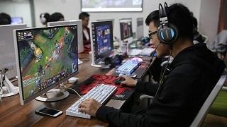 Mỗi tháng chi cả chục triệu để học... chơi game!