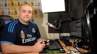 Game thủ bỏ việc chơi FIFA được EA Sports để mắt và ký hợp đồng