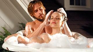 Đã nude lại còn được tắm chung, game thời trang giờ đây táo bạo quá!