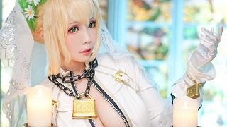 Bỏng mắt với cosplay mỹ nhân Saber ngực khủng dịp cuối tuần