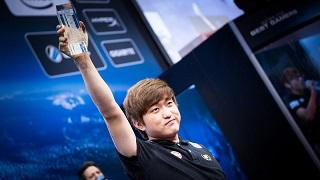 """Huyền thoại StarCraft Hàn Quốc """"treo chuột"""" ở tuổi 23"""