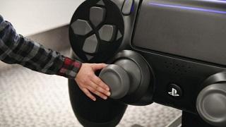 Lộ diện tay cầm PlayStation 4 lớn nhất thế giới