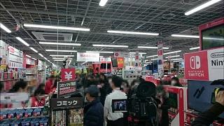 Fan Nhật xếp hàng chờ mua máy Nintendo Switch