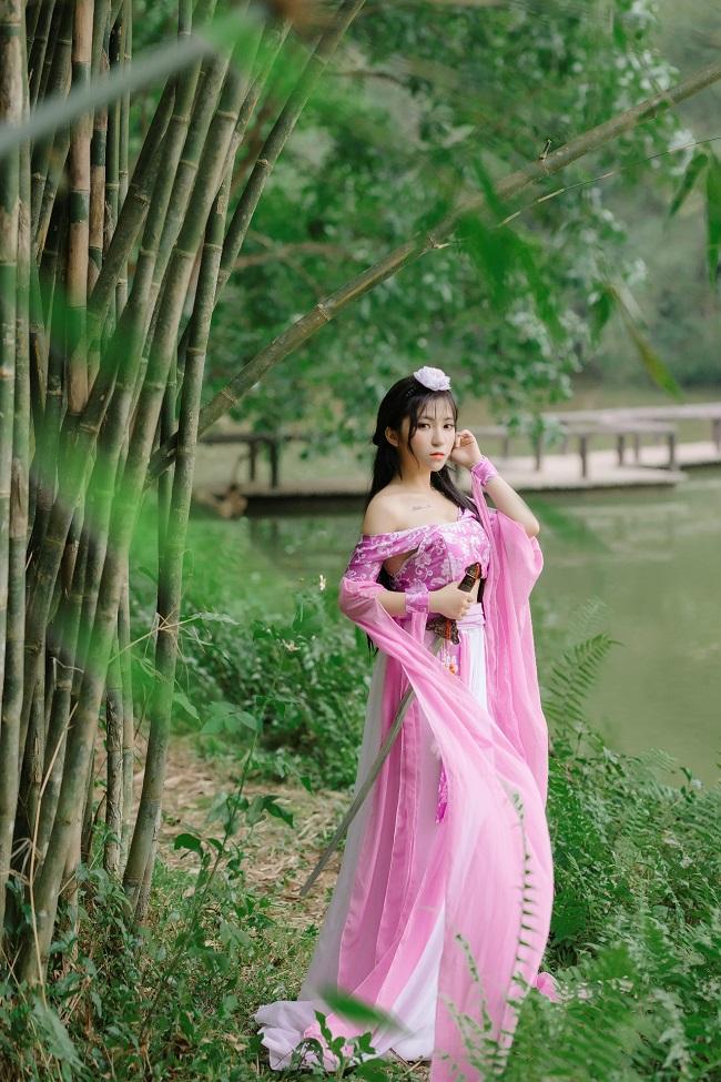 Ngẩn ngơ cosplay của nữ admin dám thách đấu thánh Nguyễn Ngọc Ngạn tối nay