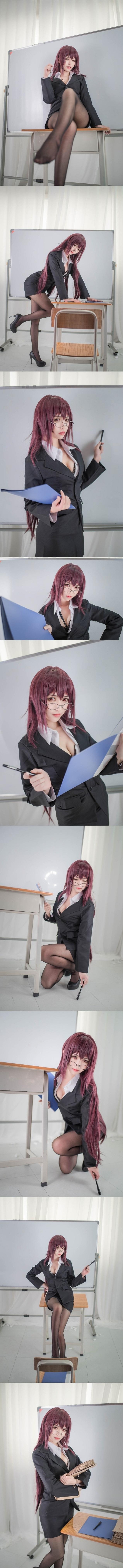 Cosplay giáo viên Scathach cực gợi cảm trong Fate/Grand Order