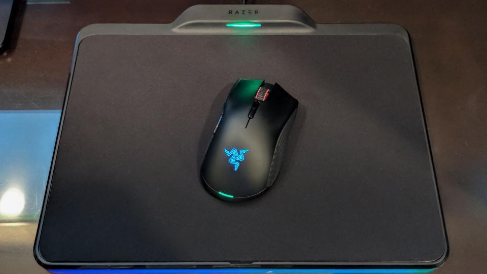 Razer gây bão với chuột chơi game mới siêu khủng sạc pin qua mousepad