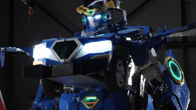 Chiêm ngưỡng robot Transformer ngoài đời thực của Nhật Bản, có thể di chuyển 100 mét/giờ và chở theo hai người